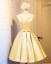 Afbeelding in Gallery-weergave laden, Elegant Gold Satin Homecoming Dresses 2019