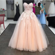 Afbeelding in Gallery-weergave laden, Ivory Lace Sweetheart Drop Waistline Tulle Quinceanera Dresses Ball Gowns