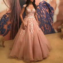Afbeelding in Gallery-weergave laden, Pretty Pink Tulle Princess Style Cap Sleeves Quinceanera Dresses Lace Embroidery