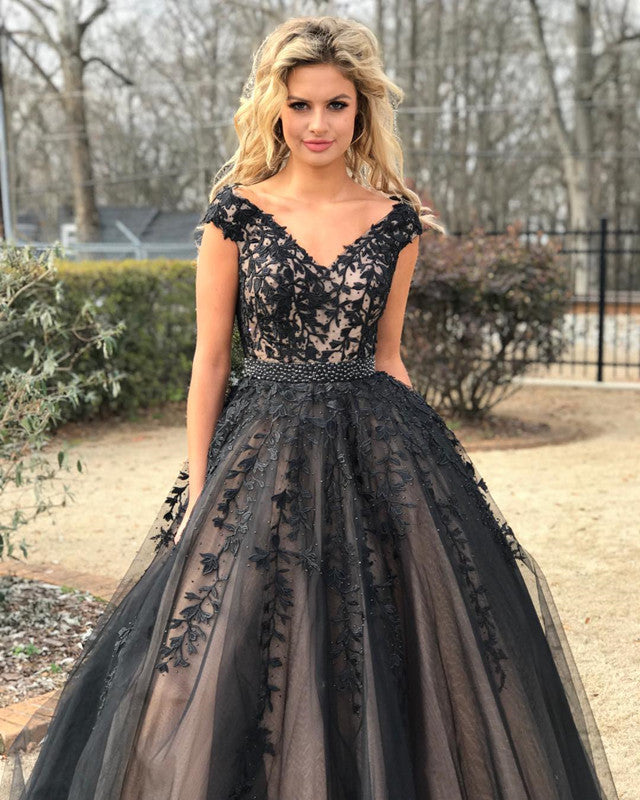Elegant Embroidery Embellishment Ball Gown Traditional: Elegant Lace Embroidery V-neck Tulle Ball Gowns