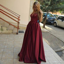 Afbeelding in Gallery-weergave laden, Burgundy Satin V Neck Long Evening Gowns For Wedding Party