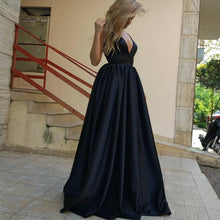 Afbeelding in Gallery-weergave laden, black prom gowns