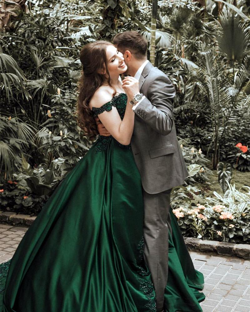 Gorgeous Lace Flower Beaded V-neck Emerald Green Prom Dress Ball Gowns