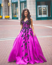 Load image into Gallery viewer, Purle Satin Ball Gowns Quinceanera Dresses Black Lace Embroidery