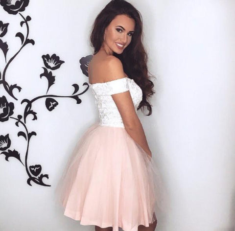Image of Pretty Lace V-neck Tulle Homecoming Dresses Short Mini Prom Gowns