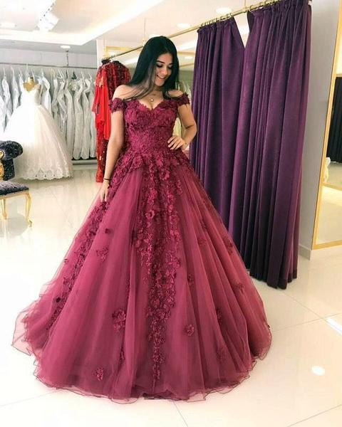 Elegant Lace Flowers V-neck Tulle Floor Length Wedding Ball Gowns Dresses