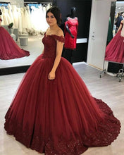 Afbeelding in Gallery-weergave laden, maroon-wedding-dress