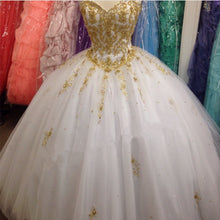 Afbeelding in Gallery-weergave laden, Gold Lace Embroidery Tulle Sweetheart Ball Gowns Quinceanera Dresses