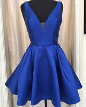 Afbeelding in Gallery-weergave laden, Short-V-neck-Homecoming-Dress-Royal-Blue-Prom-Cocktail-Dress
