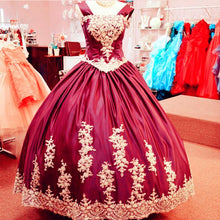 Afbeelding in Gallery-weergave laden, Vintage Gothic Style Ball Gowns Quinceanera Dresses With Lace Appliques