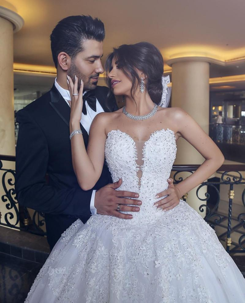 Elegant Lace Appliques Sweetheart Tulle Wedding Dresses Ball Gowns