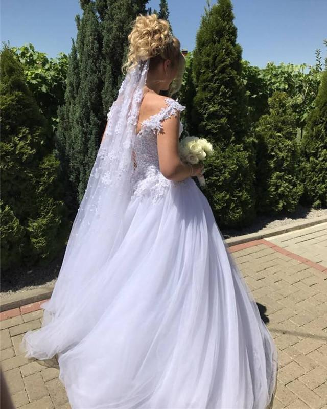 Elegant Lace Appliques V-neck Tulle Princess Wedding Dresses Pearl Beaded