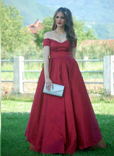 Afbeelding in Gallery-weergave laden, A-line V-neck Off The Shoulder Long Satin Plus Size Prom Dresses