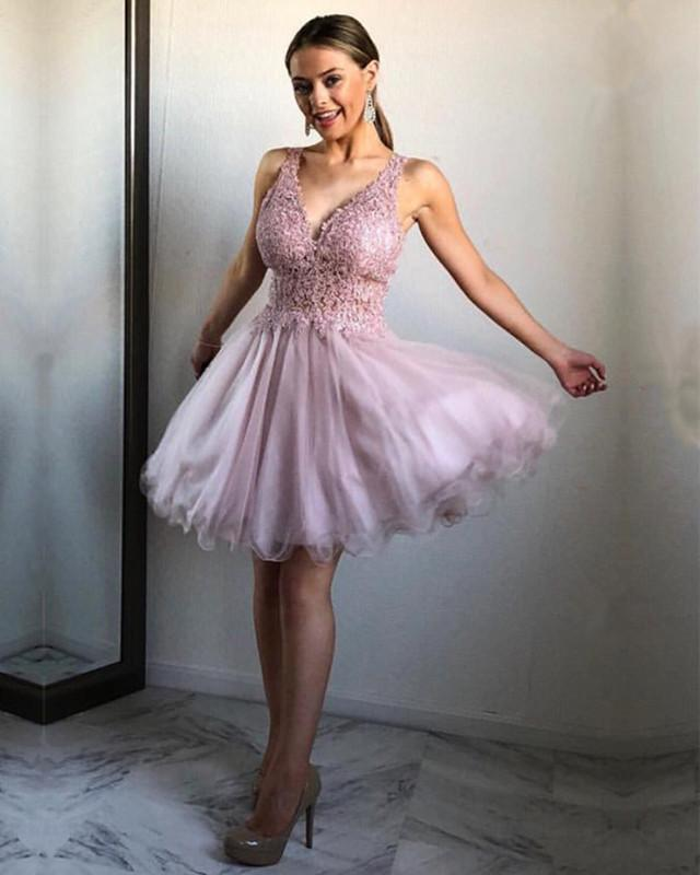 Chic Lace Appliques V-neck Ruffles Homecoming Dresses Short Party Gowns