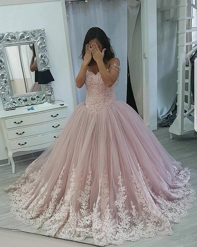 Stylish Lace Appliques Sweetheart Tulle Ball Gowns Quinceanera Dresses