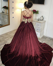 Afbeelding in Gallery-weergave laden, Sweetheart Ball Gowns Velvet Wedding Dresses Gold Lace Embroidery