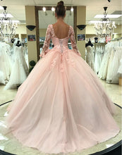 Afbeelding in Gallery-weergave laden, Pink Lace Appliques Ball Gowns Quinceanera Dresses Long Sleeves