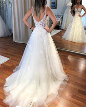 Load image into Gallery viewer, Elegant Chantilly Tulle And Lace V-neck Wedding Beach Dresses
