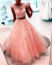 Afbeelding in Gallery-weergave laden, Beaded Scoop Neckline Lace Crop Tulle Ball Gowns Quinceanera Dresses Two Piece