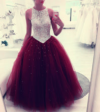 Cargar imagen en el visor de la galería, Sequin Beaded Scoop Neckline Tulle Backless Quinceanera Dresses Ball Gowns