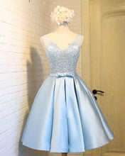 Afbeelding in Gallery-weergave laden, Elegant Light Blue Satin Homecoming Dresses 2019