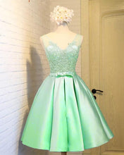 Afbeelding in Gallery-weergave laden, Lime Green Homecoming Dresses 2019