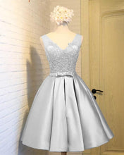 Afbeelding in Gallery-weergave laden, Elegant Silver Satin Homecoming Dresses 2019