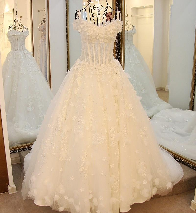 Lace And Crystal Beaded Sweetheart See Through Wedding Dresses Ball Gowns