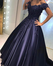 Afbeelding in Gallery-weergave laden, Elegant Satin Ball Gow Prom Dresses Lace Off The Shoulder