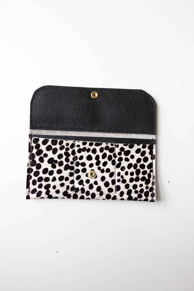 Snap Wallet-Snow Leopard
