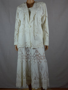 Lim's 1990s white lace four-piece cotton lace set.