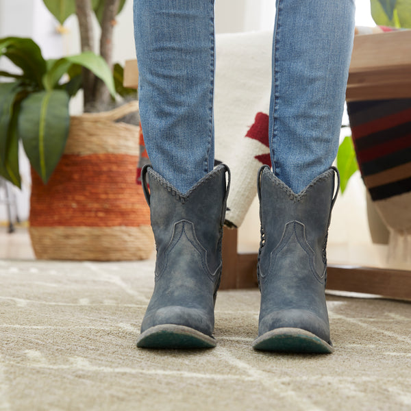 Lane Boot Fit Guide for Women, Stand and see how the boots feel