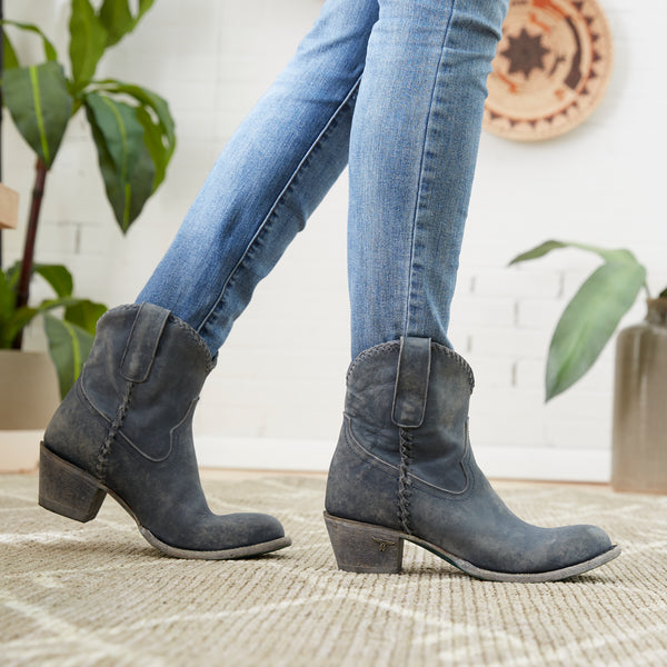 Lane Boot Fit Guide for Women, Walk around on a soft surface to test your boots