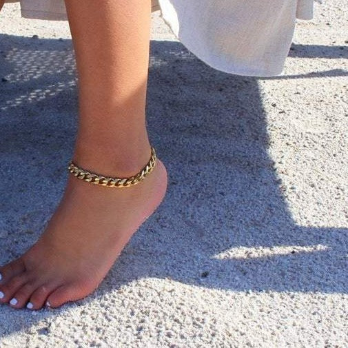 Gold Curb Chain Ankle
