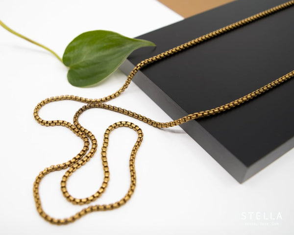 Gold round box chain necklace