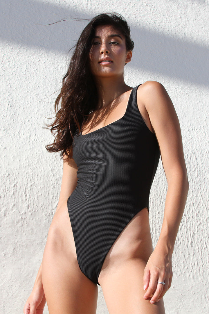 GEMMA ONE PIECE - BLACK RIB