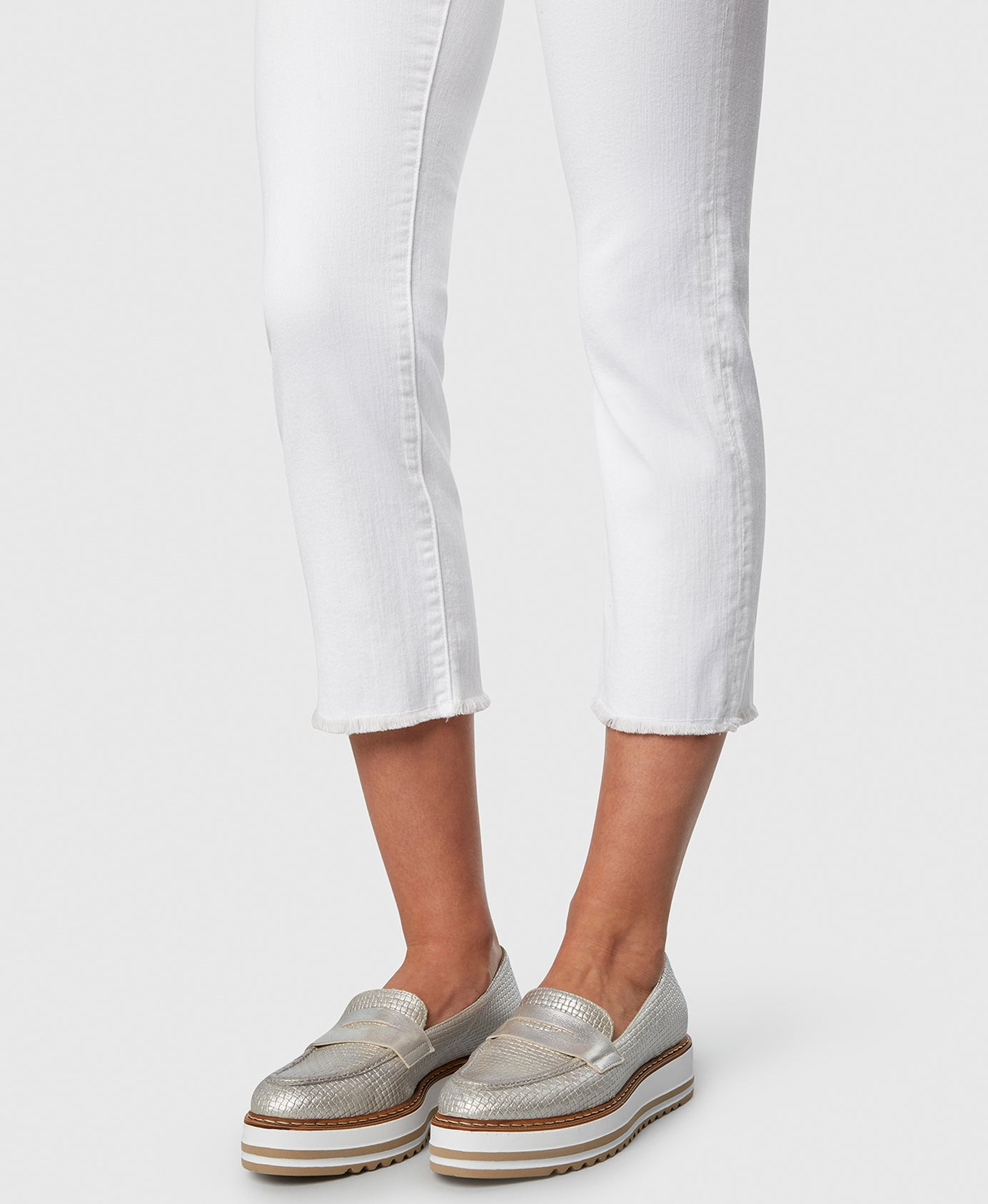 Principle OPTIMIST in White cropped jeans detail