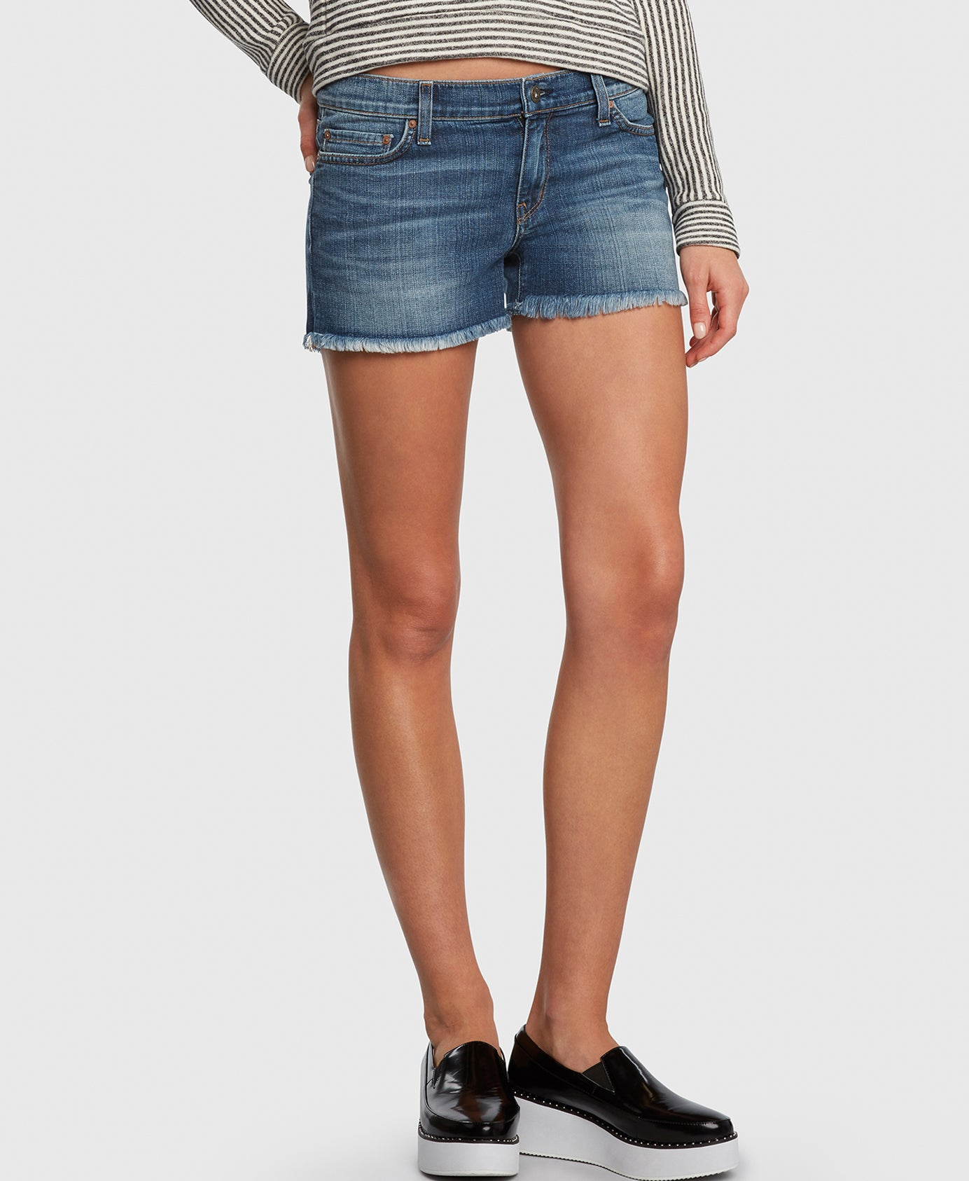WANDERER in Bad Romance denim shorts detail
