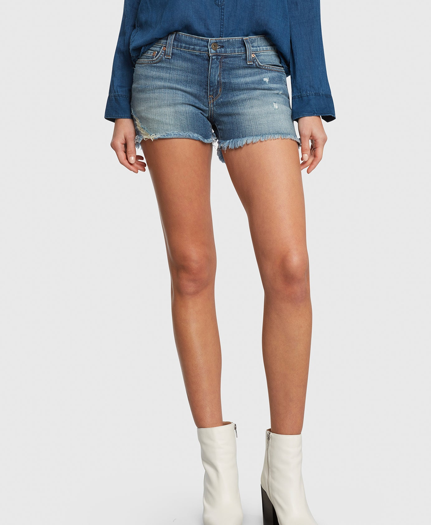 Principle WANDERER in Vacation denim shorts detail