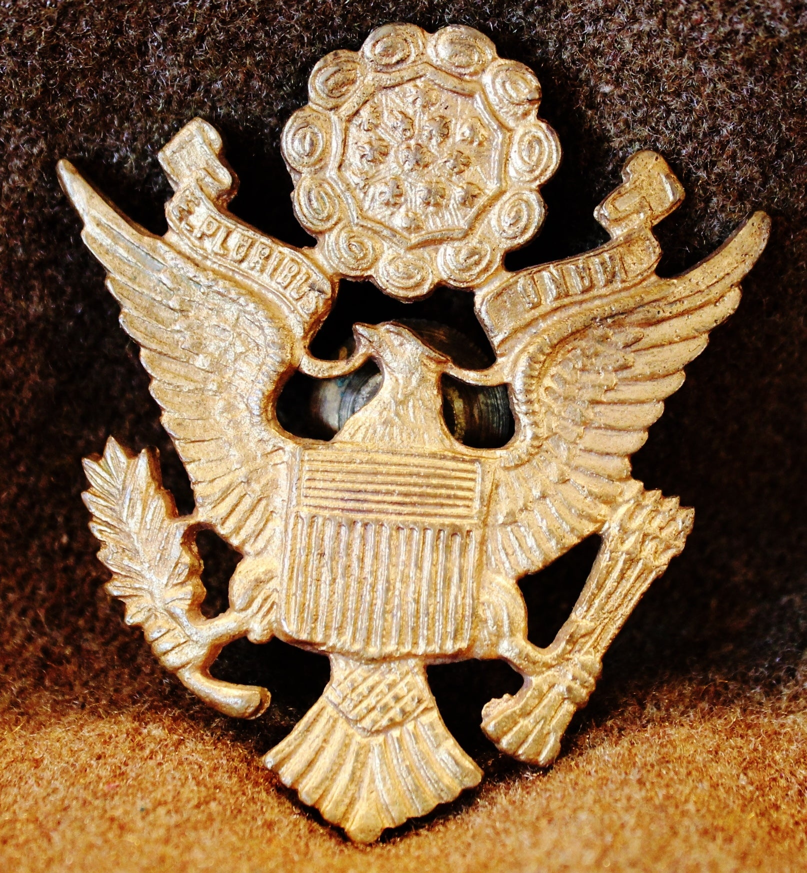 LATE 30's THRU WWII US ARMY/ARMY AIR FORCE OFFICER'S HAT BADGE