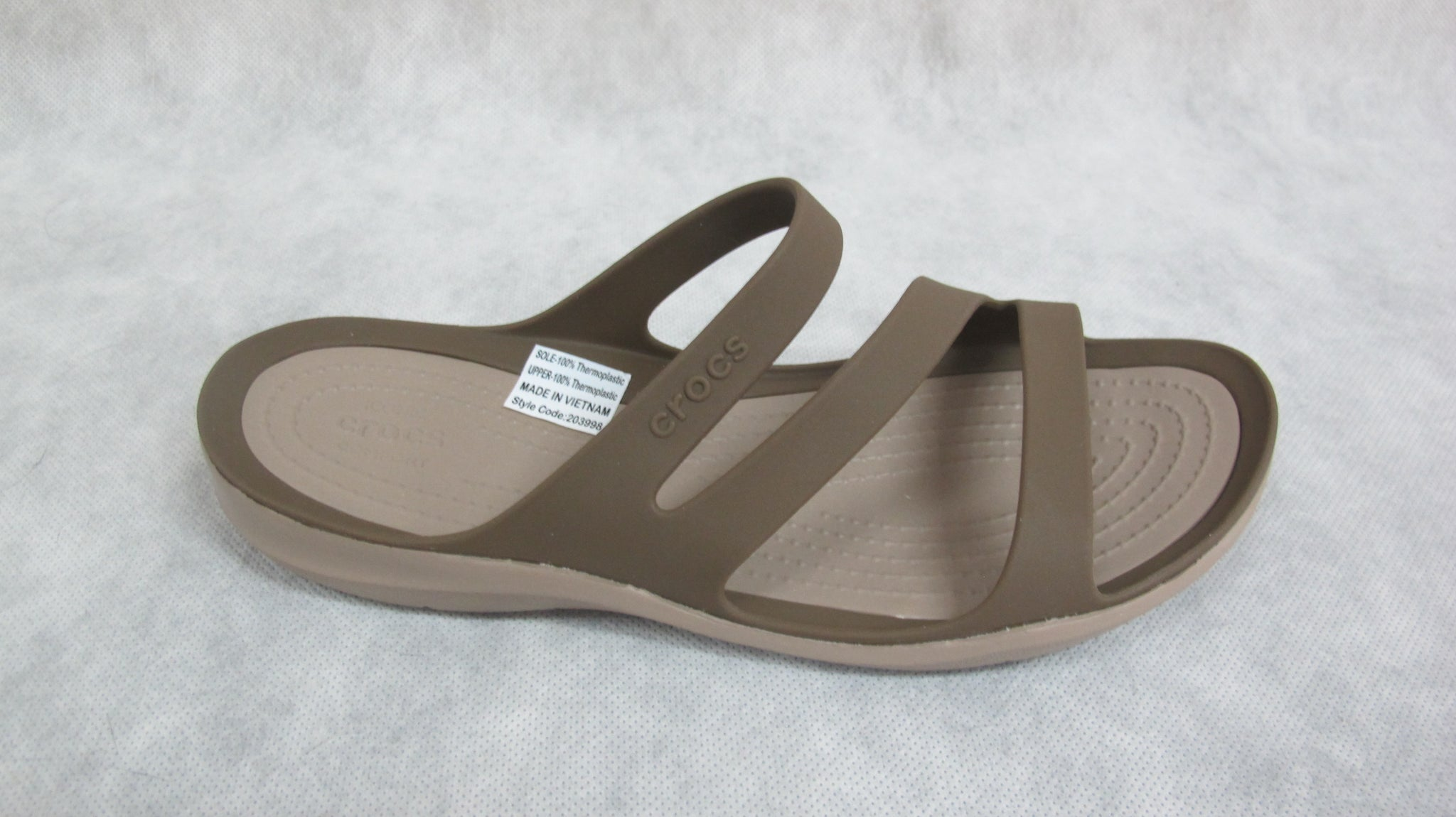 crocs siftwater sandal in chai/walnut