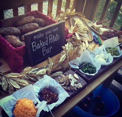 Image via http://happywedd.com/decor/73-awesome-wedding-food-bars-youll-love.html