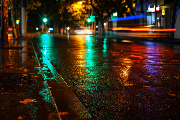 Example of Bokeh Photography - Traffic lights reflecting in puddle.