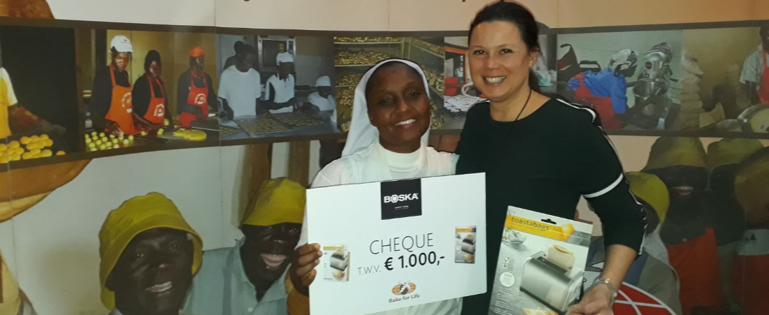 Boska doneert Cheque aan Bake for Life