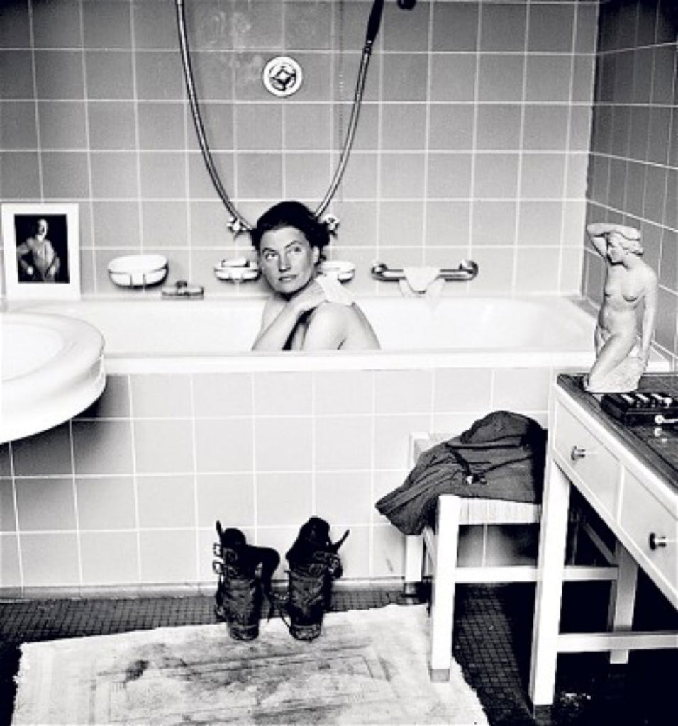 Lee Miller in Hitler's bathtub in 1945