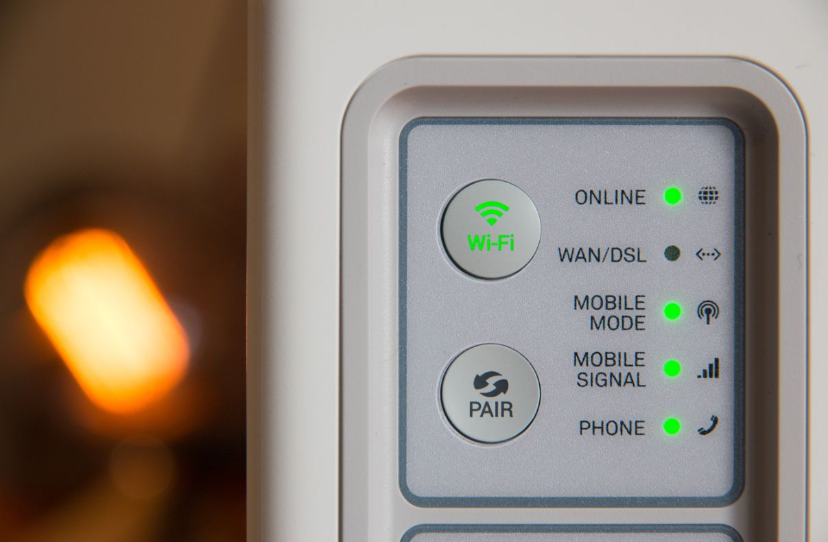 Wifi router, Photo by Stephen Phillips - Hostreviews.co.uk on Unsplash