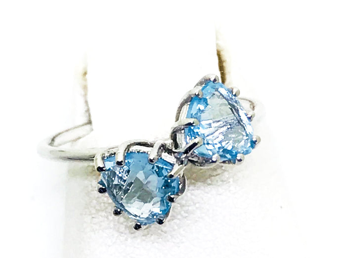 2 Blue Topaz White Gold Ring