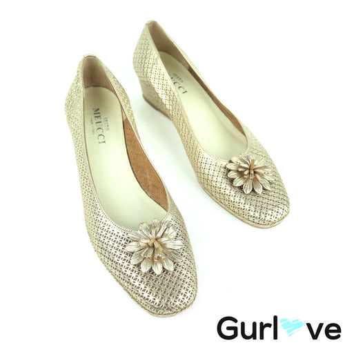 Sesto Meucci Size 9N Gold Flower Wedges