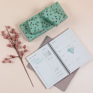 inside of a planner with an example of two pages per week option of calendar type, inside of a planner - weekly planner, tedenski razpored rokovnika, notranjost rokovnika, design of the planner, personaliziran planer, personaliziran rokovnik, personalised planner, journal