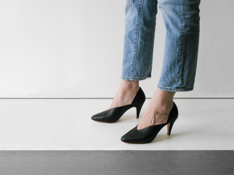 CHARLOTTE STONE BLACK PUMPS